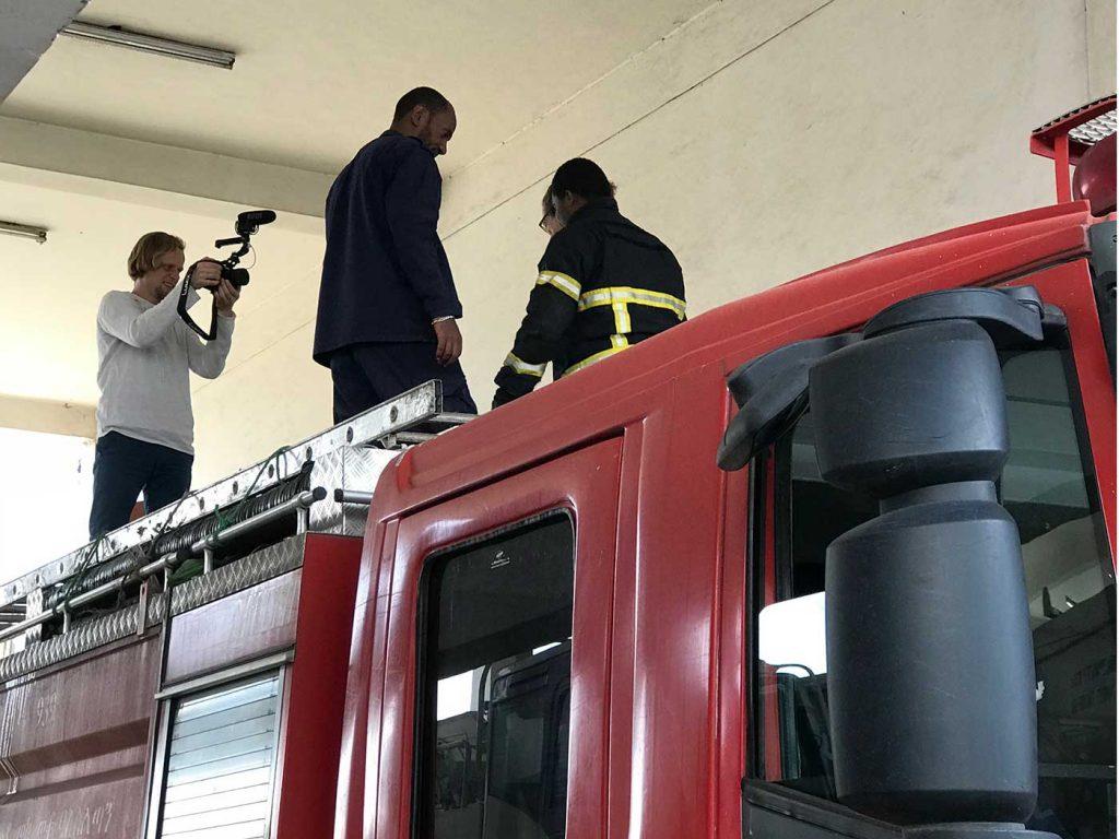 Feuerwehr Addis Abeba. Auf dem Löschfahrzeug.